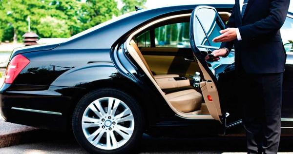 Luxury Car Chauffeur
